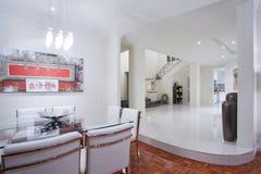 Het binnenland van de het huiseetkamer van de luxe Royalty-vrije Stock Afbeeldingen