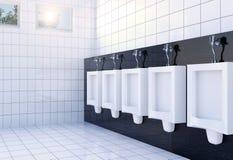 Het binnenland van de het toiletruimte van openbare mensen met witte urinoirsrij op witte tegelsmuur en vloer Stock Afbeeldingen