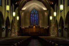 Het binnenland van de kerk op Kerstavond royalty-vrije stock afbeelding