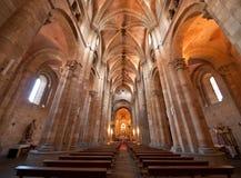 Het binnenland van de Kerk van heilige Peter in Avila Stock Foto's