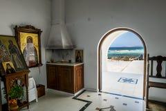 Het binnenland van de Kerk van Heilige Thekla op het Middellandse-Zeegebied Royalty-vrije Stock Afbeeldingen
