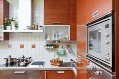 Het binnenland van de keuken met bouwstijl in magnetron Royalty-vrije Stock Fotografie
