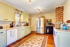 Het binnenland van de keukenruimte in oud huis Stock Afbeelding