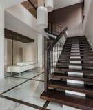 Het binnenland van de luxezaal met trap Stock Fotografie
