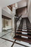 Het binnenland van de luxezaal met trap Stock Afbeeldingen