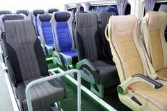 Het binnenland van de reisbus en zetelsvervoer royalty-vrije stock afbeelding