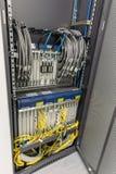 Het binnenland van de serverruimte binnen Stock Fotografie