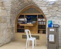 Het binnenland van de synagoge op het Graf van Samuel - de Helderziende in Jeruzalem in Israël Royalty-vrije Stock Foto's
