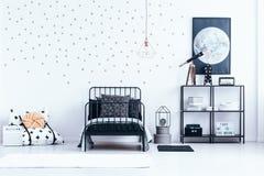Het binnenland van de tiener` s slaapkamer met sterren royalty-vrije stock afbeelding