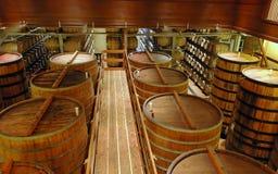 Het binnenland van de wijnmakerij Stock Foto