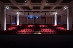 Het binnenland van de zaal in het theater stock foto's