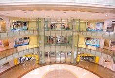 Het binnenland van de zaal van winkelcomplex Royalty-vrije Stock Foto's