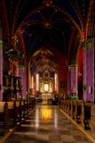 Het binnenland van een Gotische kerk, Polen. stock afbeeldingen