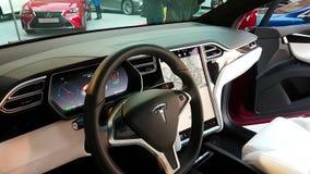 Het binnenland van een Modelx elektrische auto van Tesla stock videobeelden