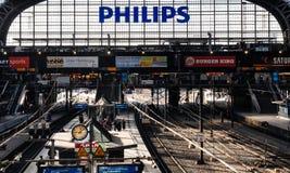 Het binnenland van Hamburg Hauptbahnhof wijd stock afbeeldingen