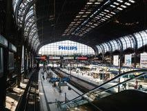 Het binnenland van Hamburg Hauptbahnhof wijd royalty-vrije stock foto's