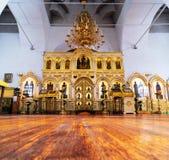 Het binnenland van het Heilige Klooster van Drievuldigheidsmensen ` s in Tyumen, Rusland royalty-vrije stock foto's