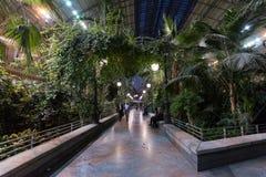 Het binnenland van het Atochastation met installaties, Madrid Stock Afbeeldingen