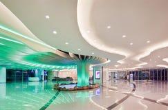 Het binnenland van het luxewinkelcomplex, Shanghai, China Stock Foto's
