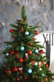 Het binnenland van het nieuwjaar en van Kerstmis met uren 51 Stock Foto's