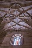 Het binnenland van Kathedraal van de incarnatie, detail van kluis door gerichte bogen wordt gevormd, unieke aard van vesting die  stock foto
