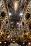 Het binnenland van Lvivbarocco in kerk stock afbeelding
