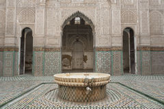 Het binnenland van Madrasabou inania in Meknes, Marokko royalty-vrije stock afbeelding
