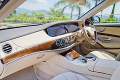 Het Binnenland van Mercedes-Maybach S 500 2015 Stock Foto's