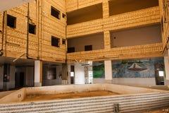 Het binnenland van het verlaten restaurant op de middenweg tussen Riyadh en Jeddah, Saudi-Arabië royalty-vrije stock afbeelding