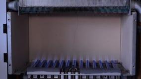 Het binnenlandse gas gaat in de boiler uit stock video