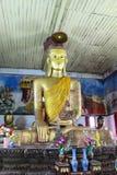 Het Birmaanse beeld van Boedha in Wat zingen-Khan Mon, Thailand Stock Foto