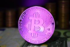 Het Bitcoinmuntstuk is BTC, bij voorkeur kleurenroze stock foto