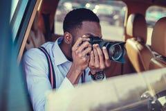 Het blackman schieten op dslr van de auto stock foto's