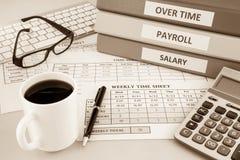 Het blad van de loonlijsttijd voor personeel, sepia toon royalty-vrije stock afbeelding