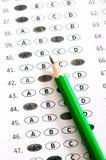 Het blad van de testscore met antwoorden en potlood stock foto