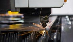 Het Blad van het staalmetaal door lasersnijmachine die wordt gesneden royalty-vrije stock foto