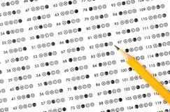 Het blad van het testantwoord met potlood Het Onderwijsconce van de onderzoekstest stock foto