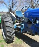 Het blauwe close-up van het Tractorwiel Royalty-vrije Stock Afbeeldingen