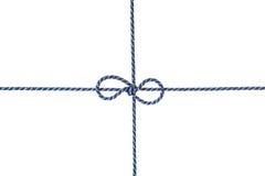 Het blauwe die koord of de streng bond een boog vast op witte achtergrond wordt geïsoleerd stock foto's