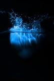 Het blauwe hart bespatten op water Royalty-vrije Stock Afbeelding