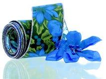 Het blauwe Lint van Poinsettia Stock Foto