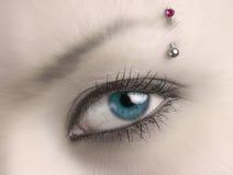 Het blauwe oog van de onduidelijk beeldvrouw Stock Foto's