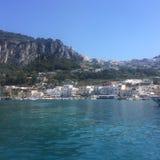 Het blauwe overzees van Capri royalty-vrije stock fotografie