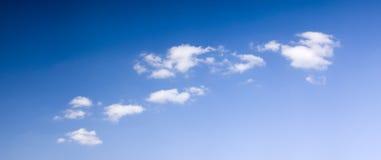 Het blauwe panorama van de Hemel Stock Afbeeldingen