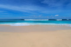 Het blauwe strand van Bali Stock Afbeeldingen