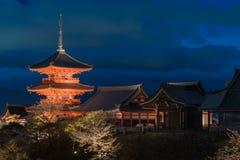 Het blauwe uur van de Kiyumizutempel vóór dark, Kyoto Royalty-vrije Stock Foto's