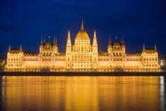 Het blauwe uurschot van Hongaar parliamen Stock Afbeelding