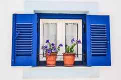Het blauwe venster van Griekenland Stock Afbeeldingen