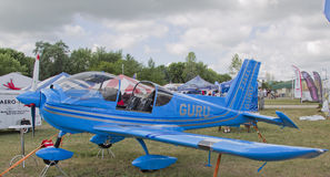 Het blauwe Vliegtuig van de Goeroe van Ziln Z242L Stock Afbeelding