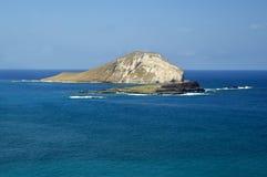 Het blauwe Wateren en Eiland van het Konijn royalty-vrije stock afbeeldingen